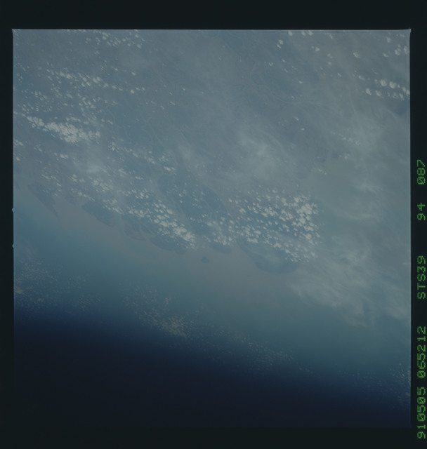 S39-94-087 - STS-039 - STS-39 earth observations