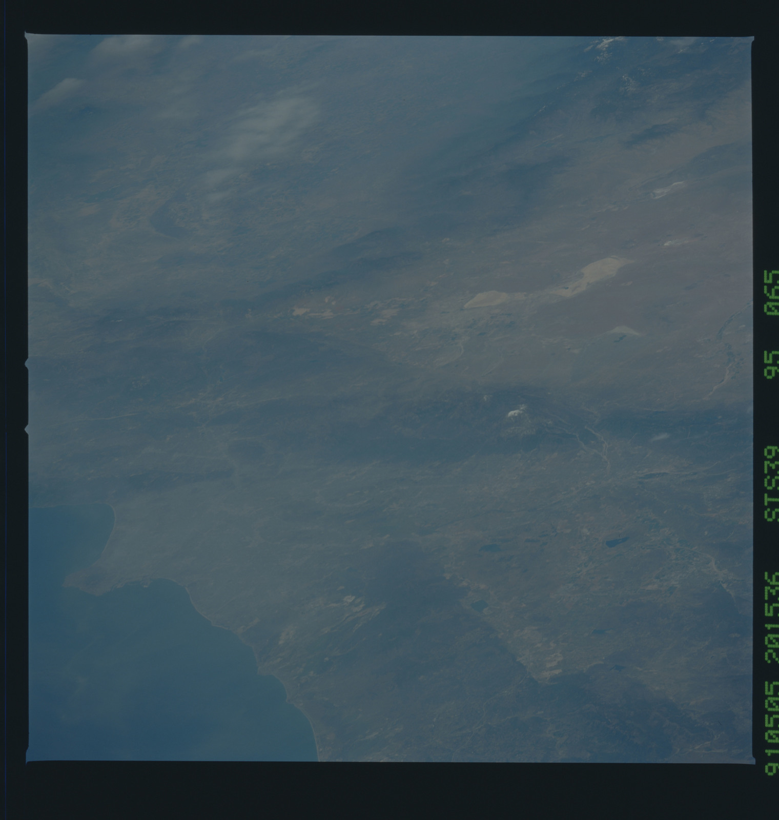 S39-95-065 - STS-039 - STS-39 earth observations