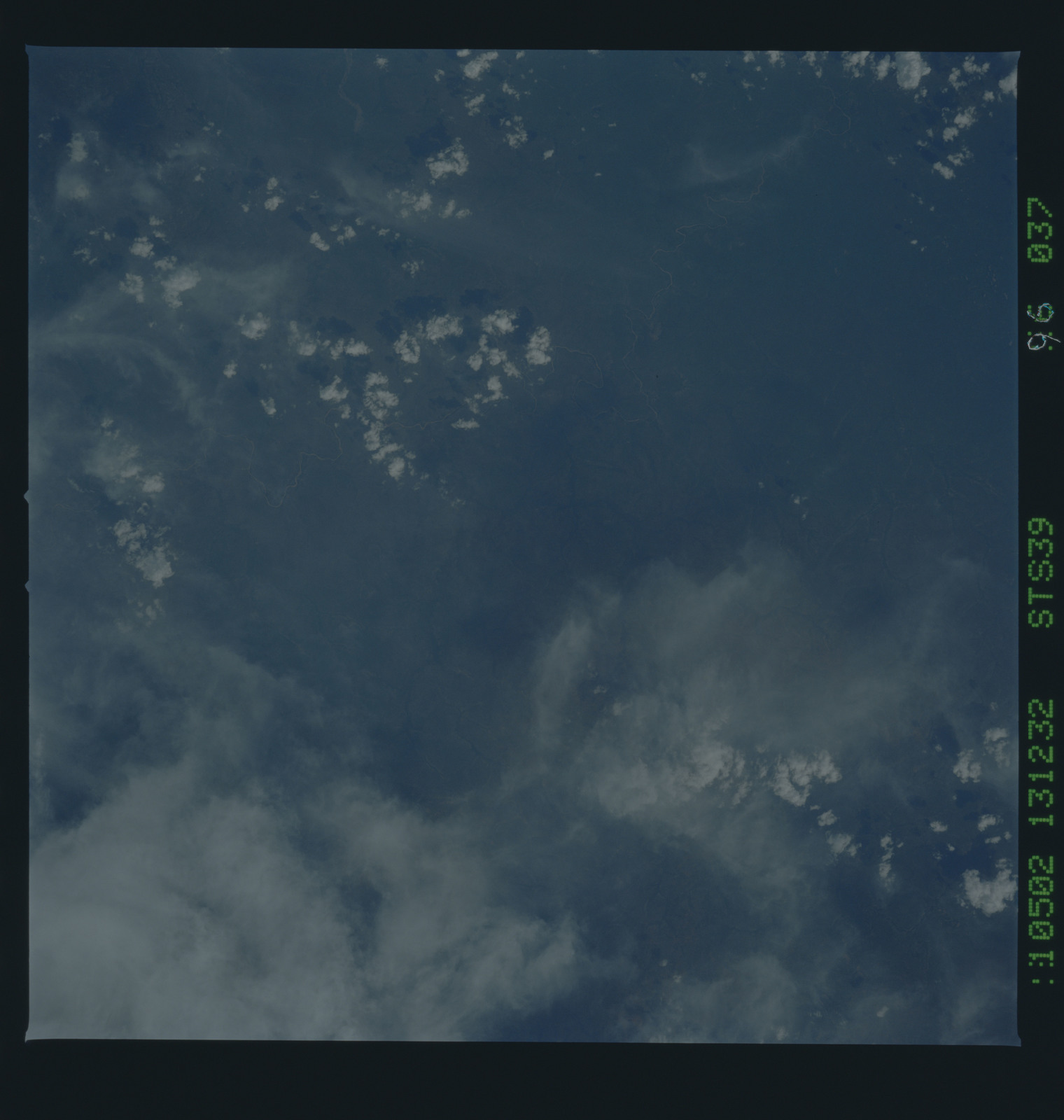 S39-96-037 - STS-039 - STS-39 earth observations
