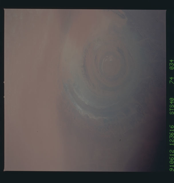 S40-74-034 - STS-040 - Earth observations
