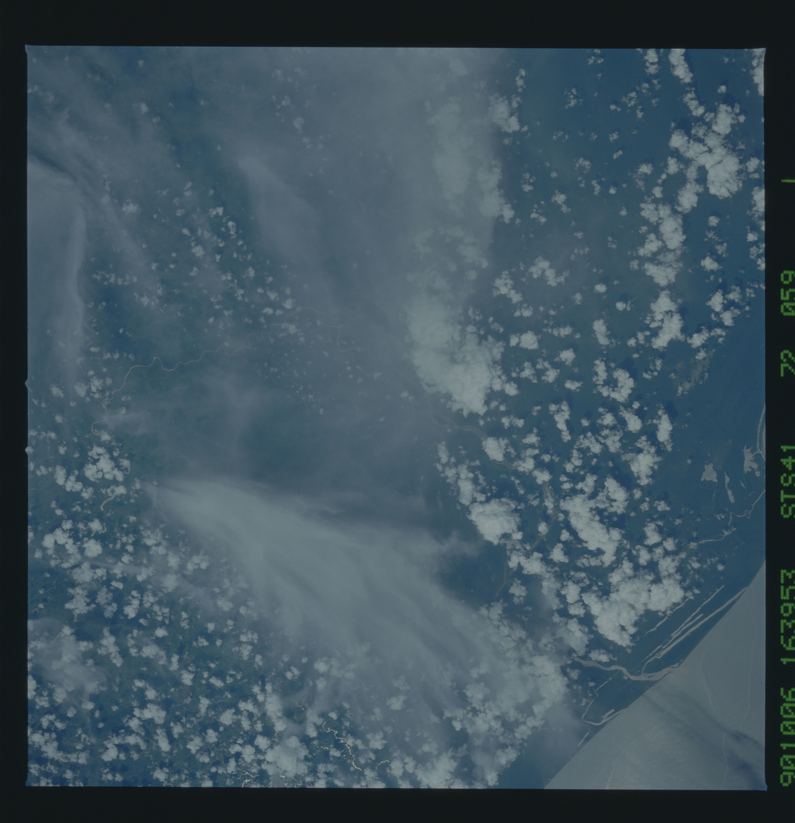 S41-72-059 - STS-041 - STS-41 earth observations