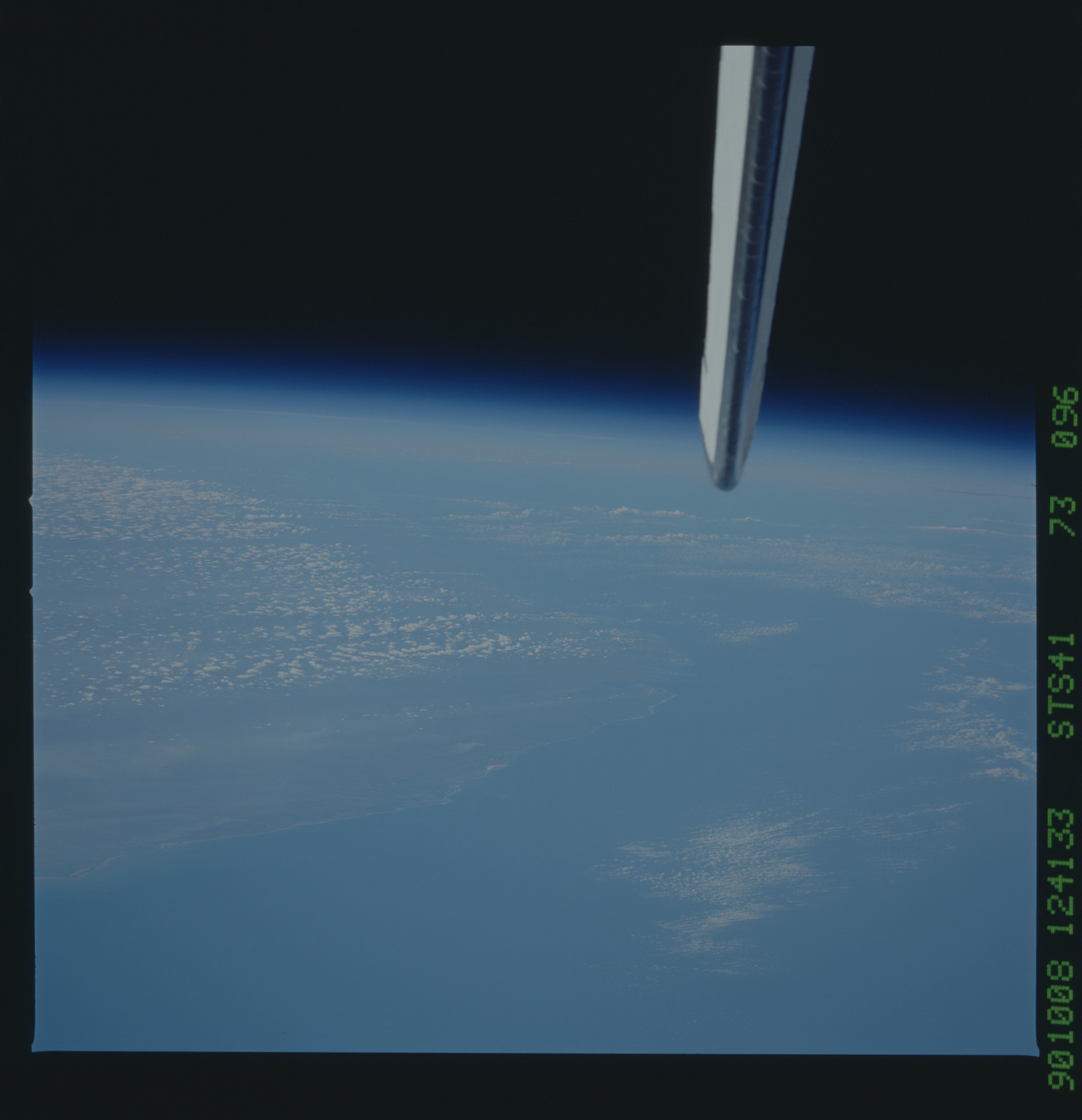 S41-73-096 - STS-041 - STS-41 earth observations