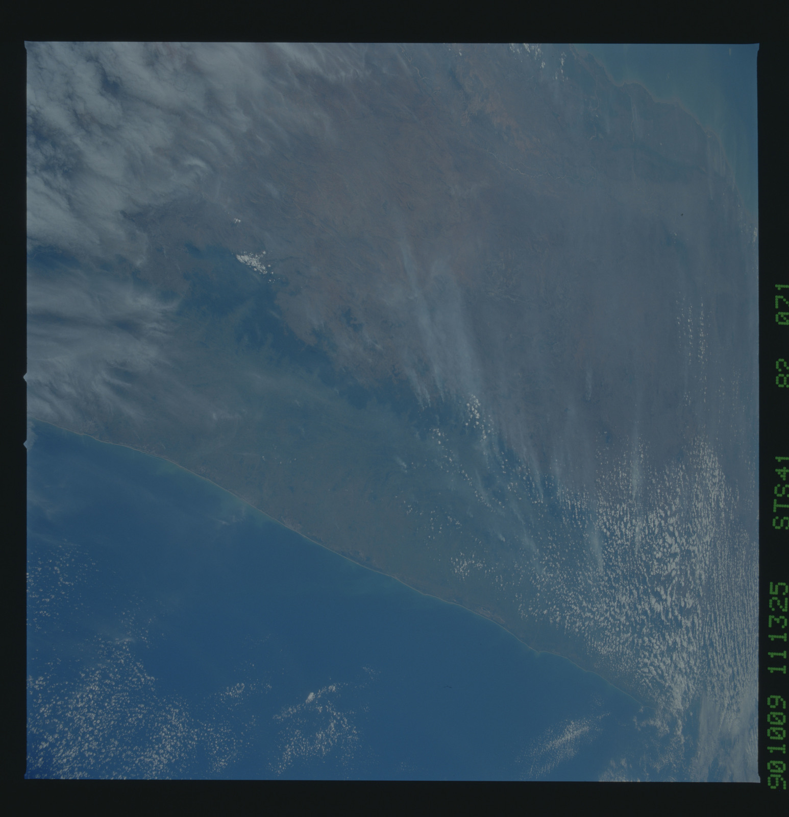 S41-82-071 - STS-041 - STS-41 earth observations