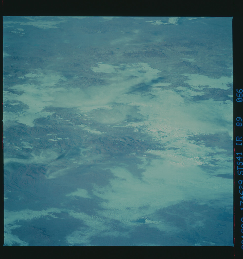 S41-89-066 - STS-041 - STS-41 earth observations