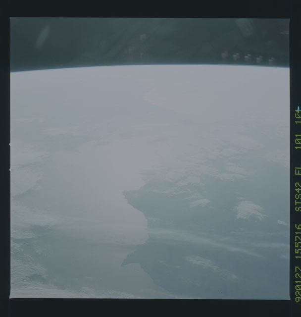 S42-101-104 - STS-042 - STS-42 earth observations