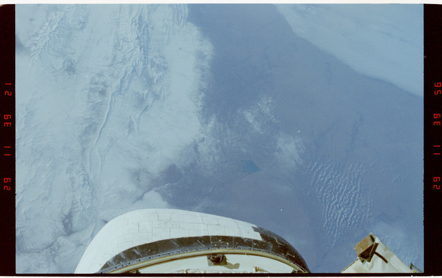 S42-218-028 - STS-042 - STS-42 Earth observations
