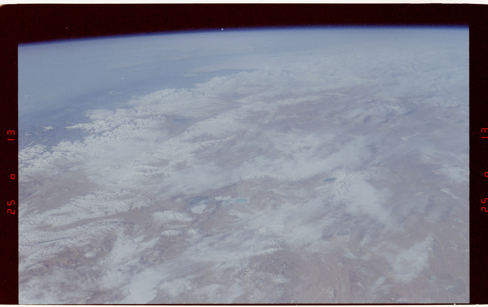 S42-50-002 - STS-042 - STS-42 Earth observations
