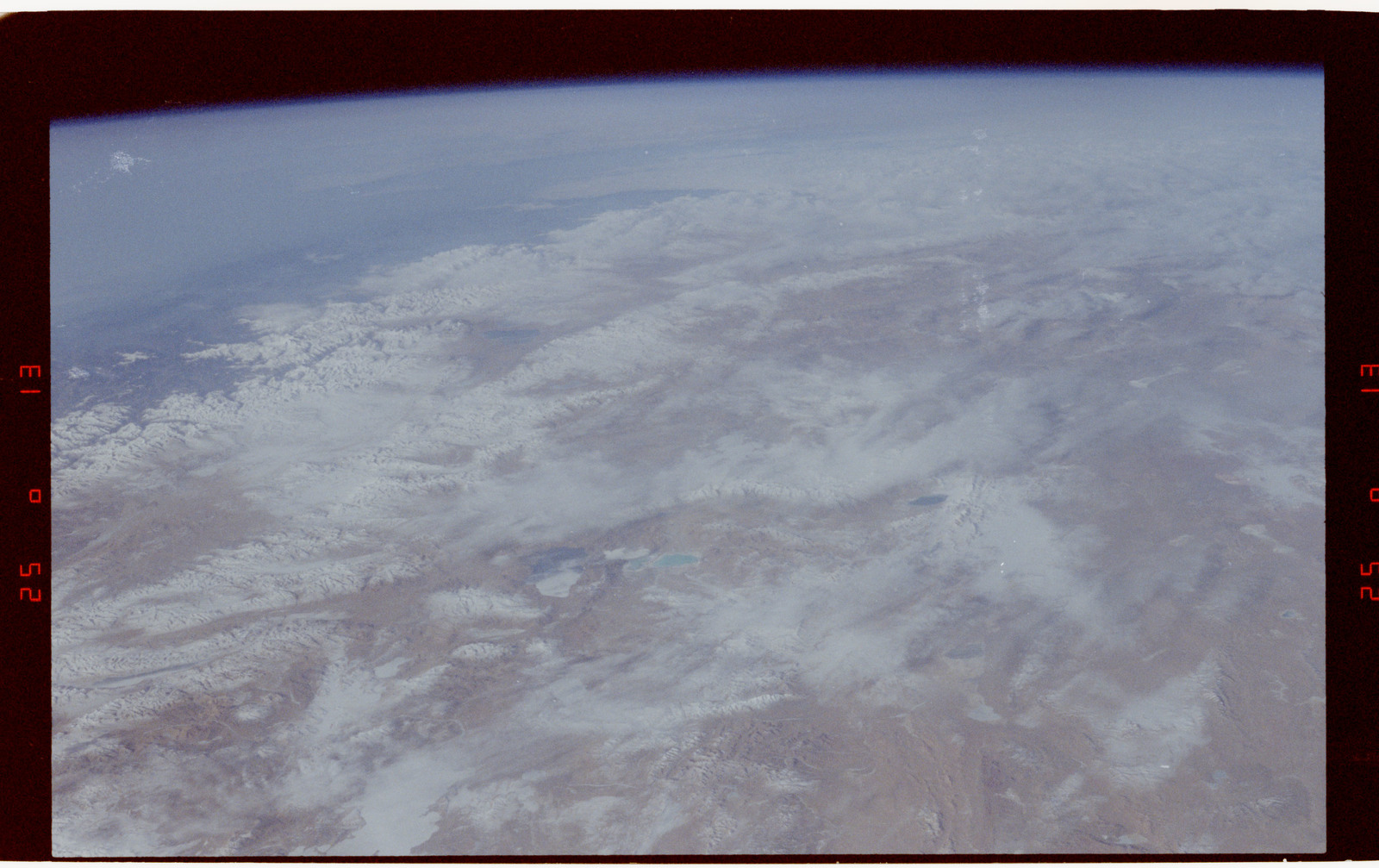 S42-50-003 - STS-042 - STS-42 Earth observations
