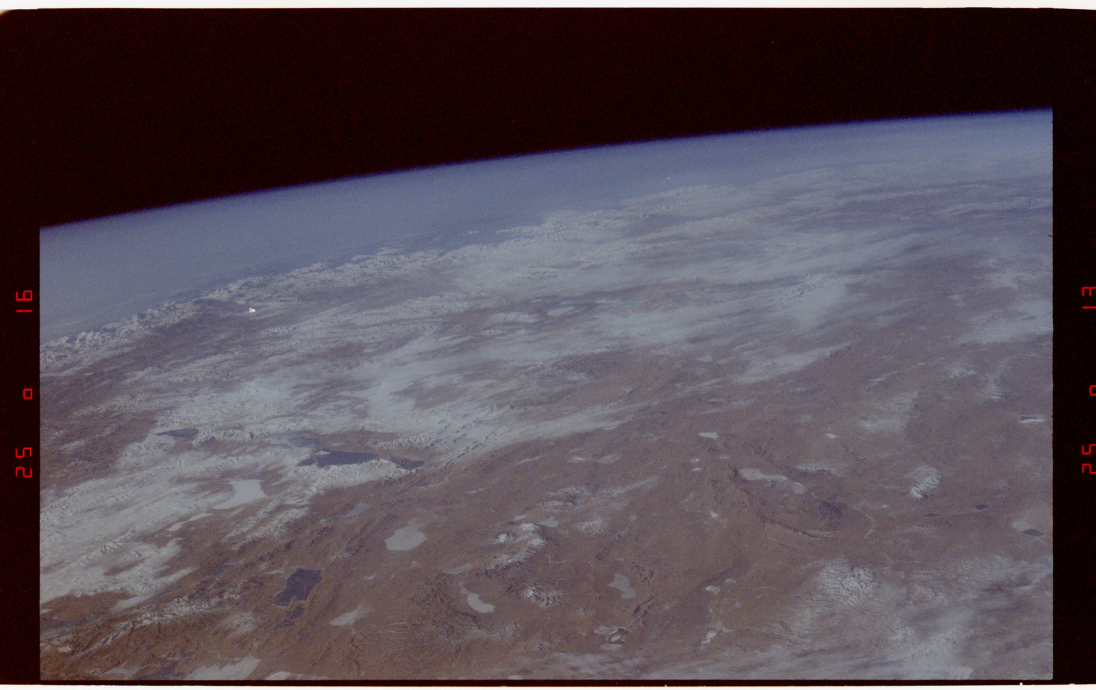 S42-50-016 - STS-042 - STS-42 Earth observations