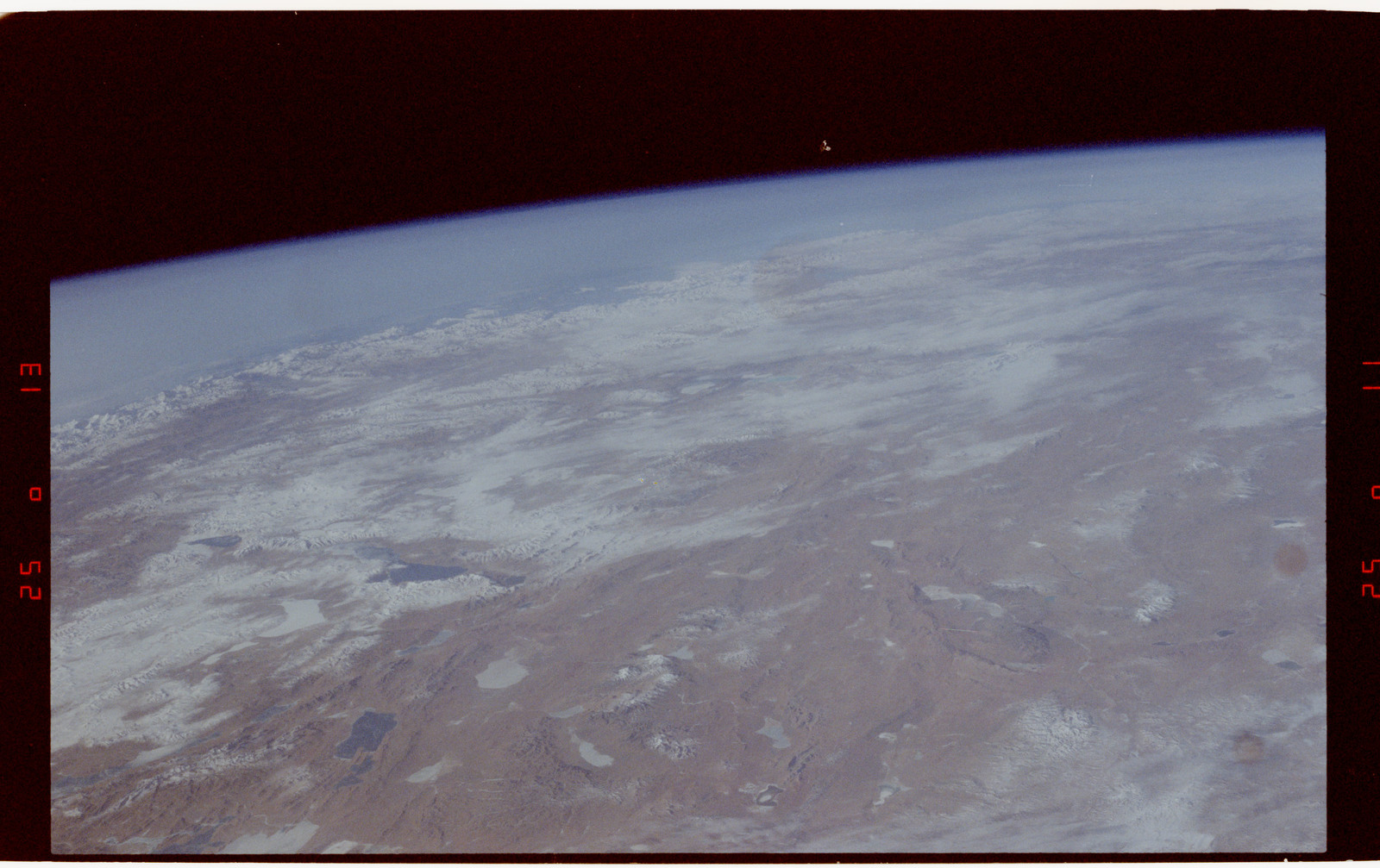 S42-50-017 - STS-042 - STS-42 Earth observations
