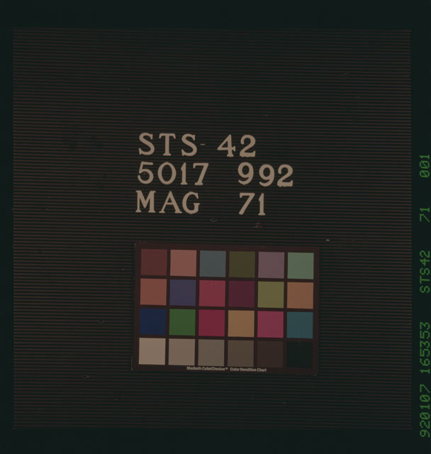 S42-71-001 - STS-042 - Film color bar