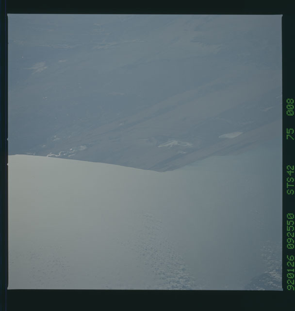 S42-75-008 - STS-042 - STS-42 earth observations