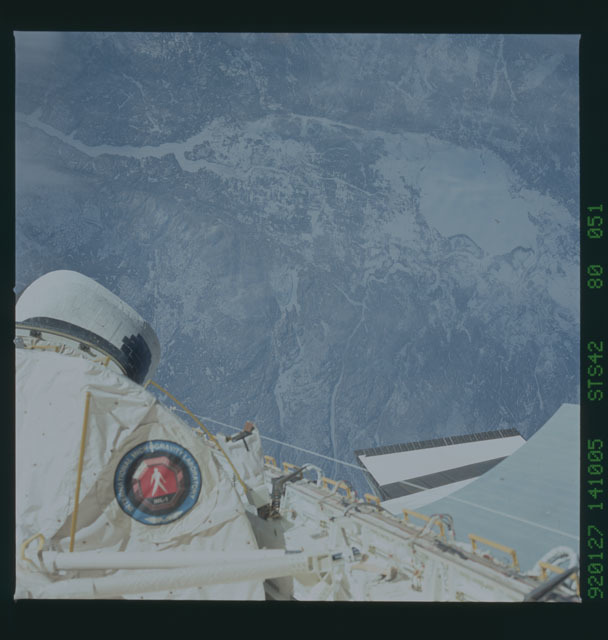 S42-80-051 - STS-042 - STS-42 earth observations
