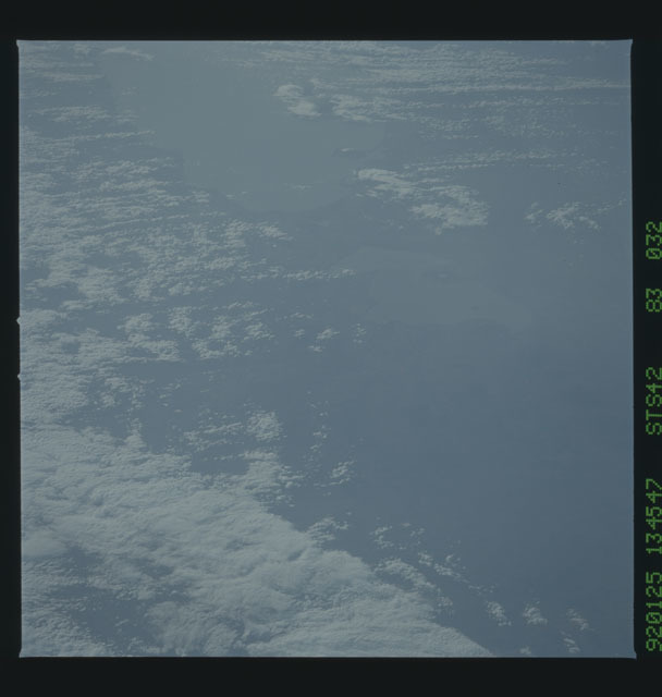 S42-83-032 - STS-042 - STS-42 earth observations