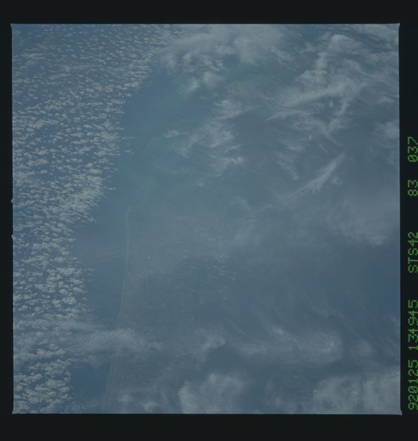 S42-83-037 - STS-042 - STS-42 earth observations