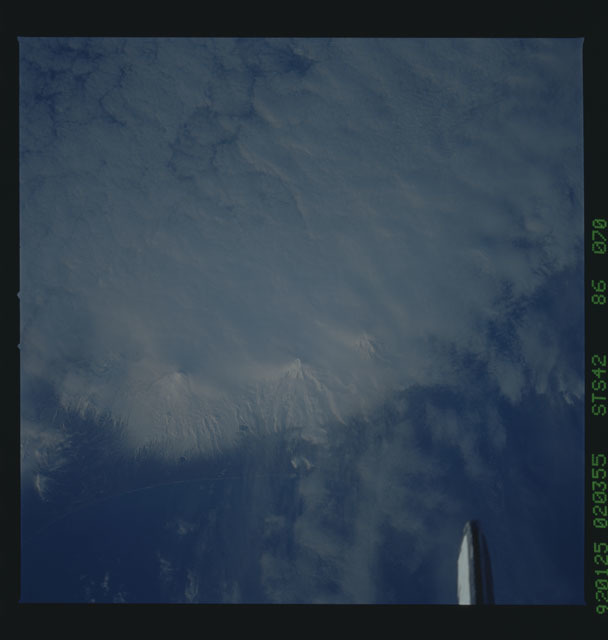 S42-86-070 - STS-042 - STS-42 earth observations