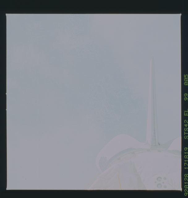 S42-99-005 - STS-042 - STS-42 earth observations
