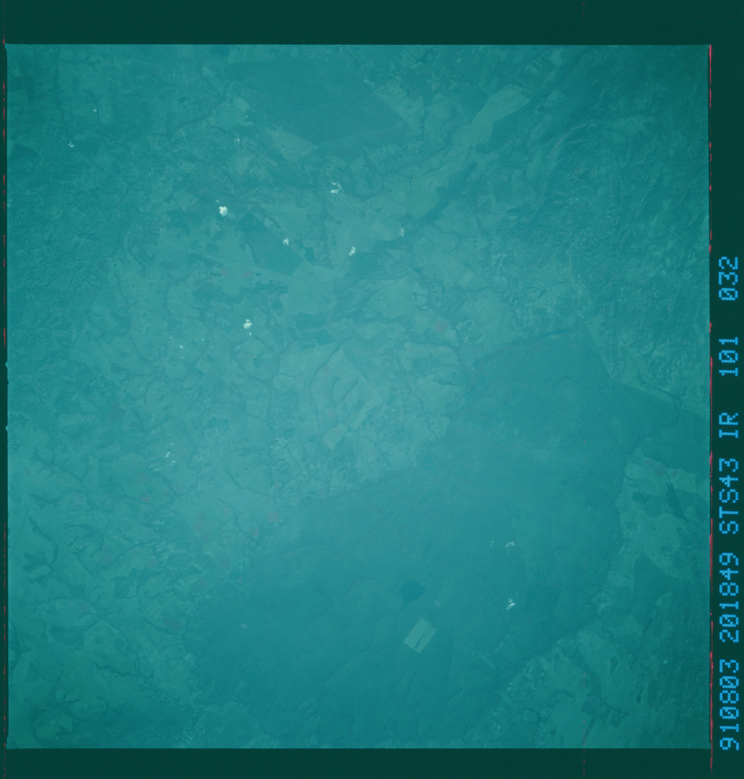 S43-101-032 - STS-043 - STS-43 earth observations