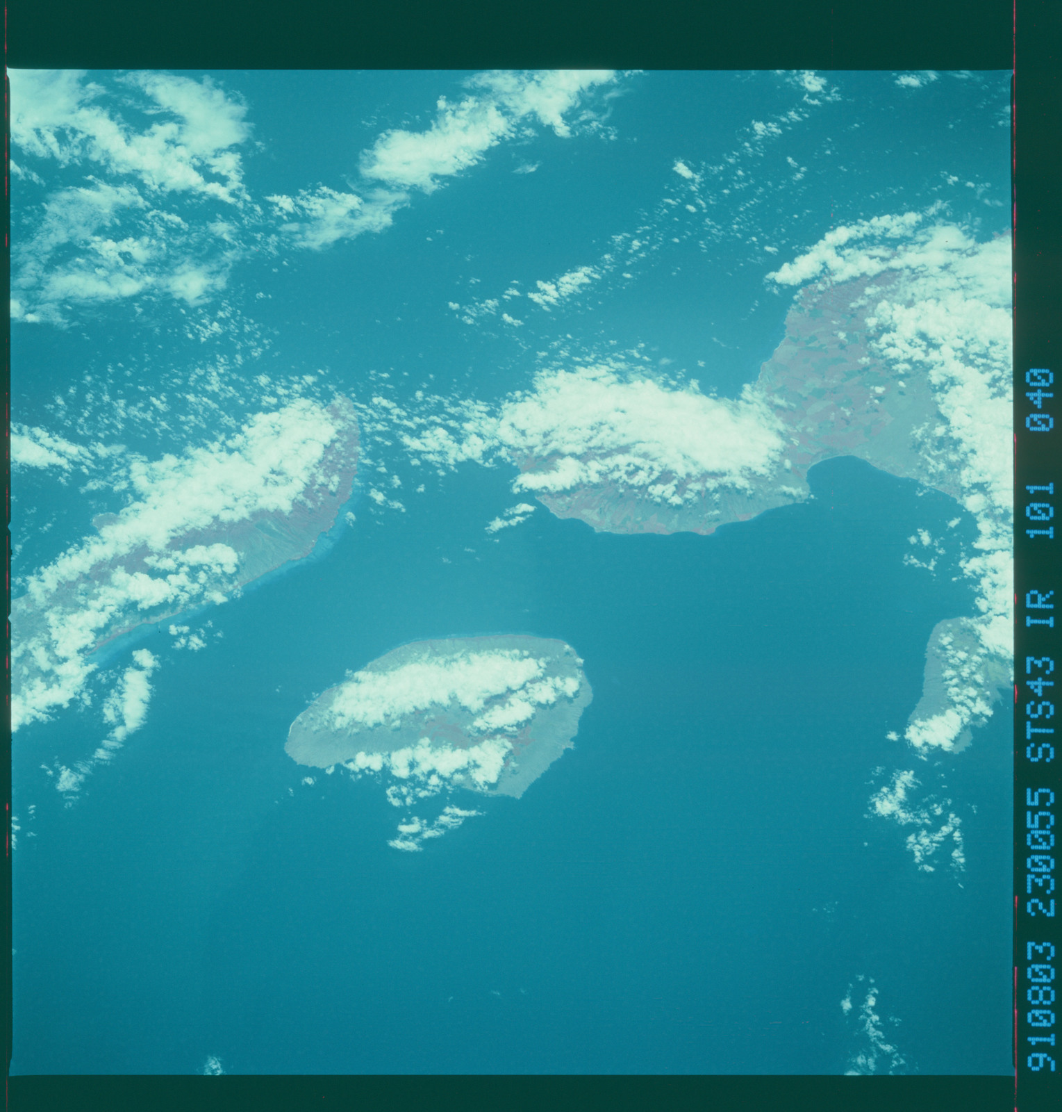 S43-101-040 - STS-043 - STS-43 earth observations