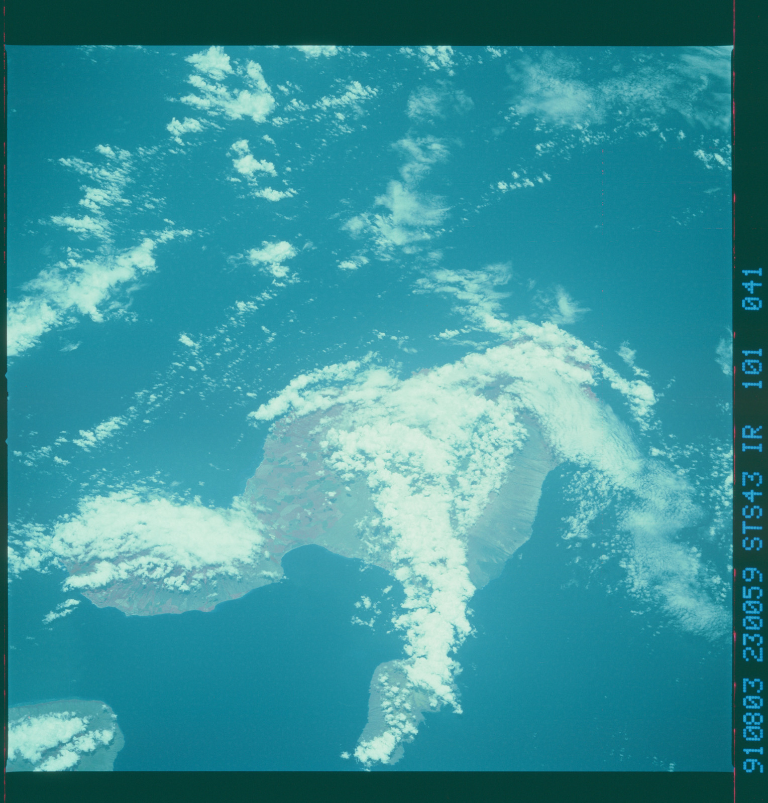 S43-101-041 - STS-043 - STS-43 earth observations