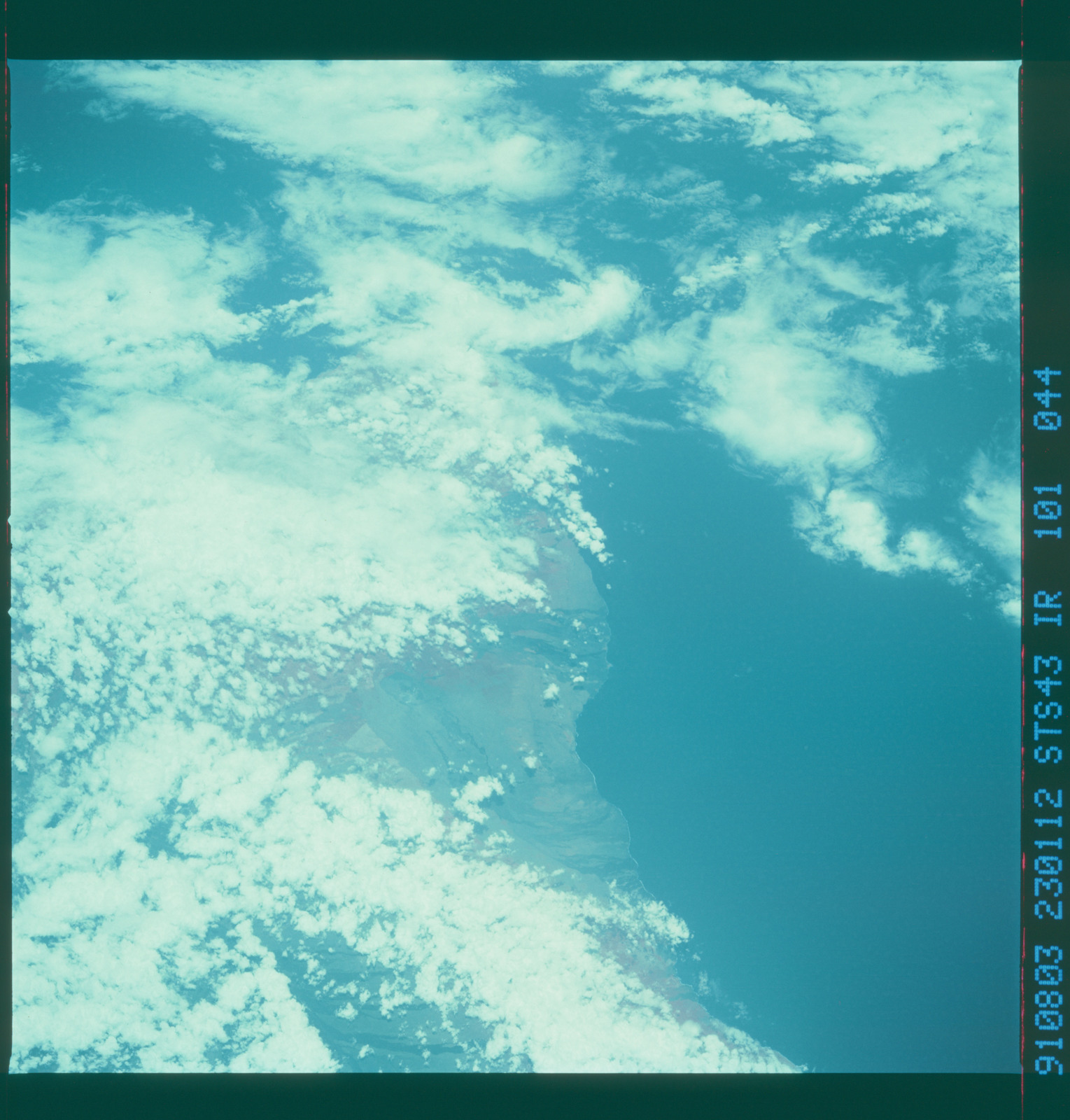S43-101-044 - STS-043 - STS-43 earth observations