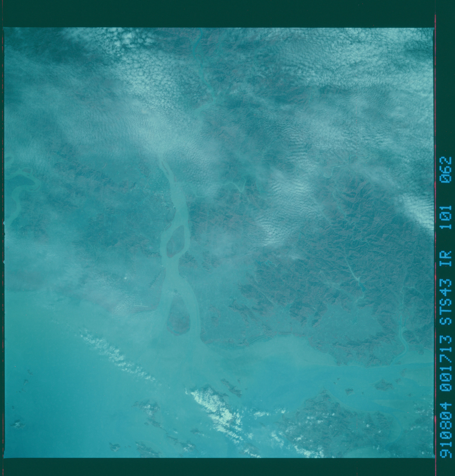 S43-101-062 - STS-043 - STS-43 earth observations