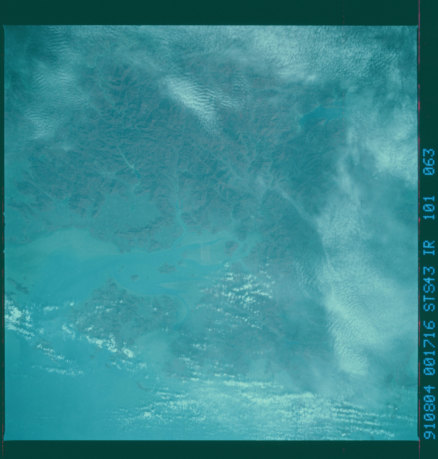 S43-101-063 - STS-043 - STS-43 earth observations