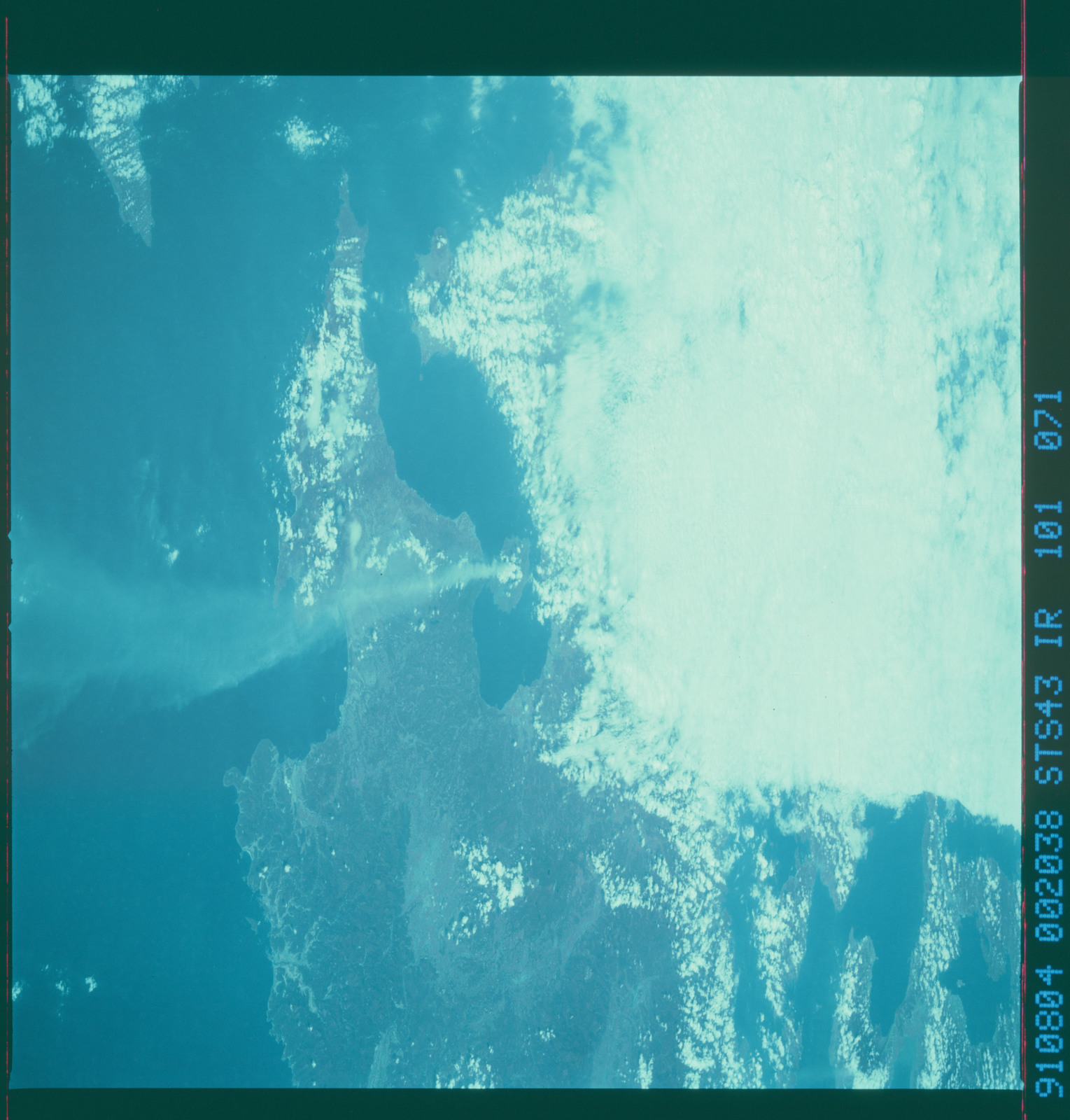 S43-101-071 - STS-043 - STS-43 earth observations