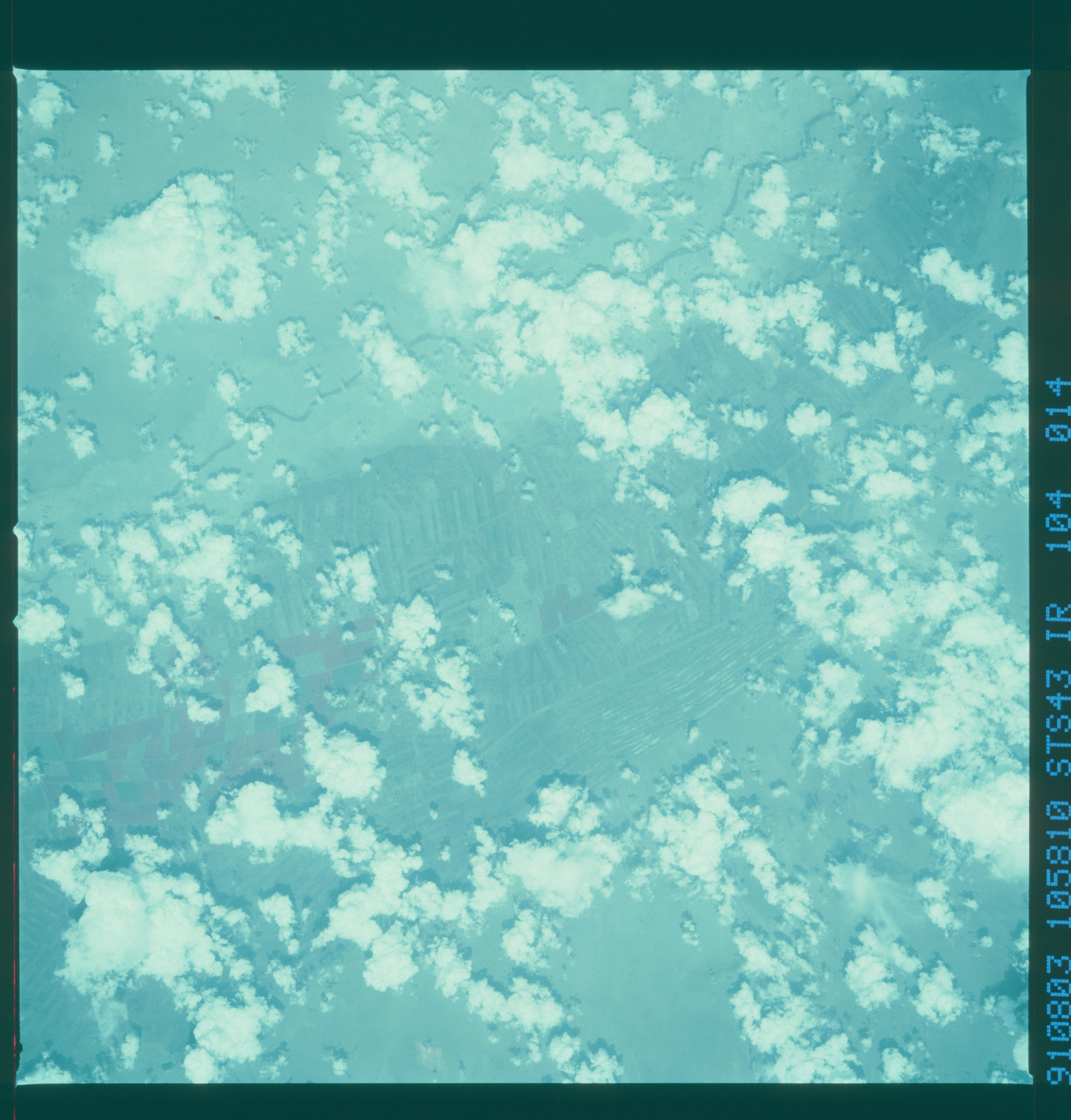 S43-104-014 - STS-043 - STS-43 earth observations