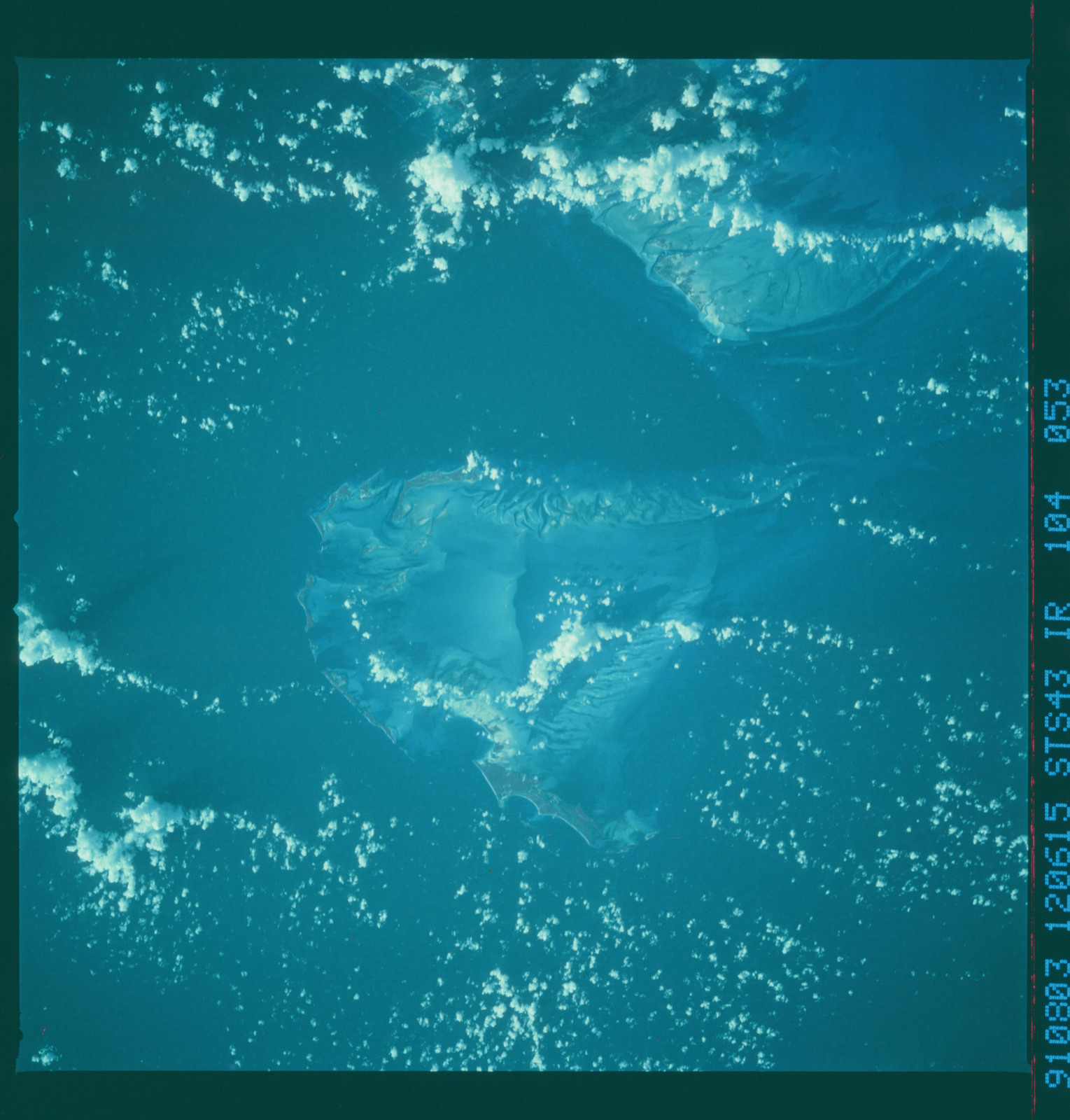 S43-104-053 - STS-043 - STS-43 earth observations