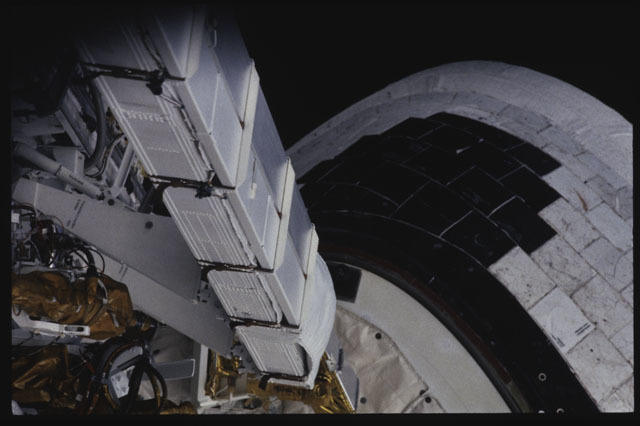S43-30-027 - STS-043 - A view of a NASA Engineering Directorate box in OV-104's PLB during STS-43