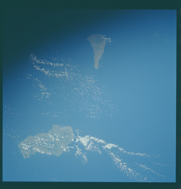 S43-602-044 - STS-043 - STS-43 earth observations