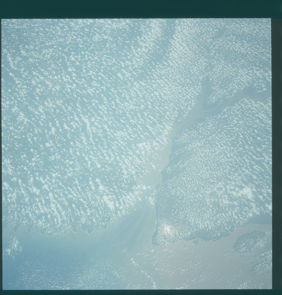 S43-604-068 - STS-043 - STS-43 earth observations