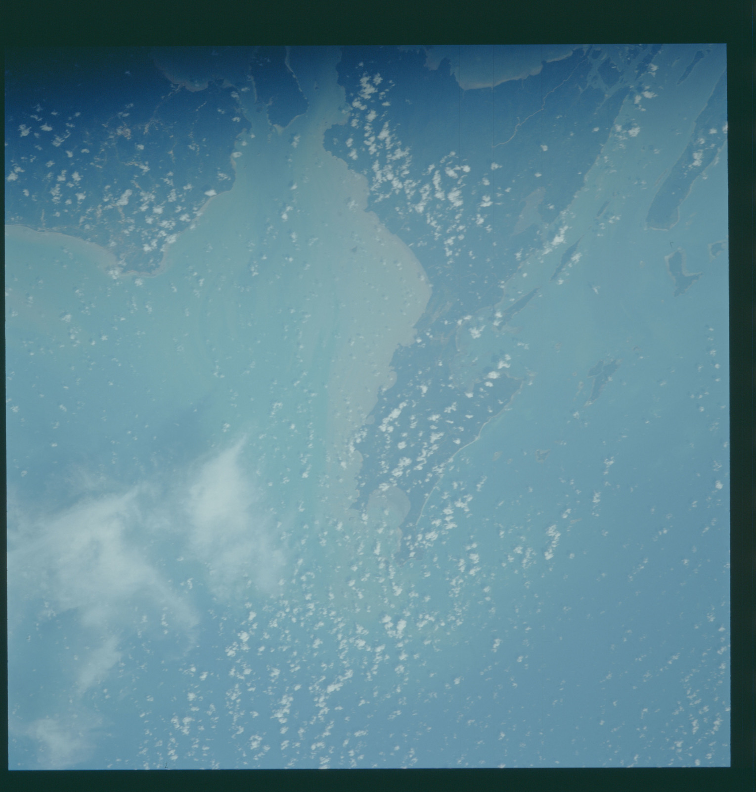 S43-607-031 - STS-043 - STS-43 earth observations