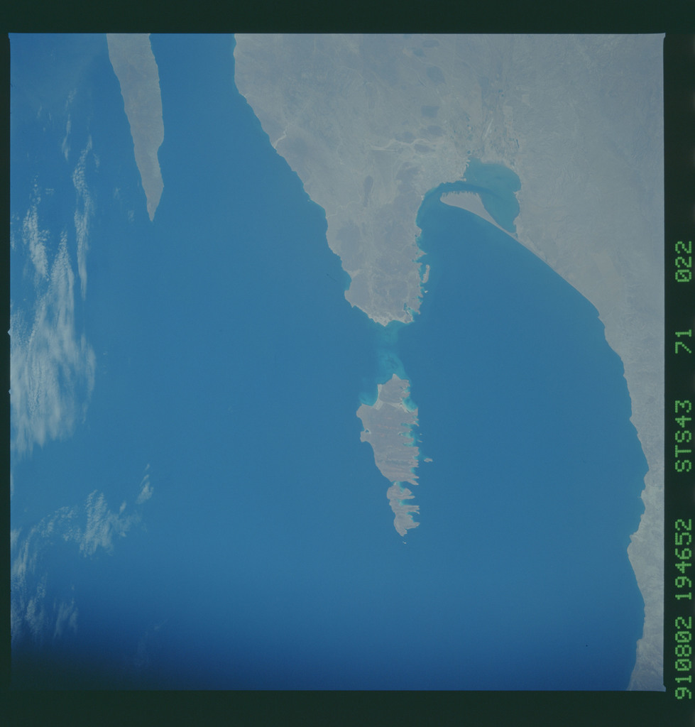S43-71-022 - STS-043 - STS-43 earth observations