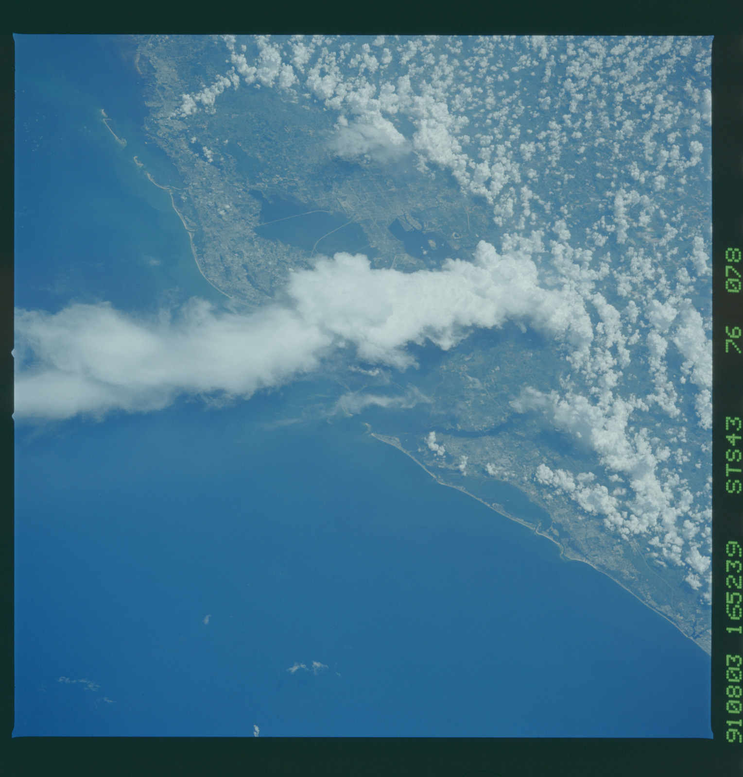 S43-76-078 - STS-043 - STS-43 earth observations