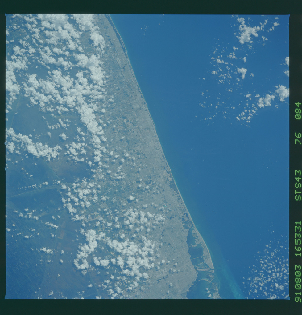 S43-76-084 - STS-043 - STS-43 earth observations
