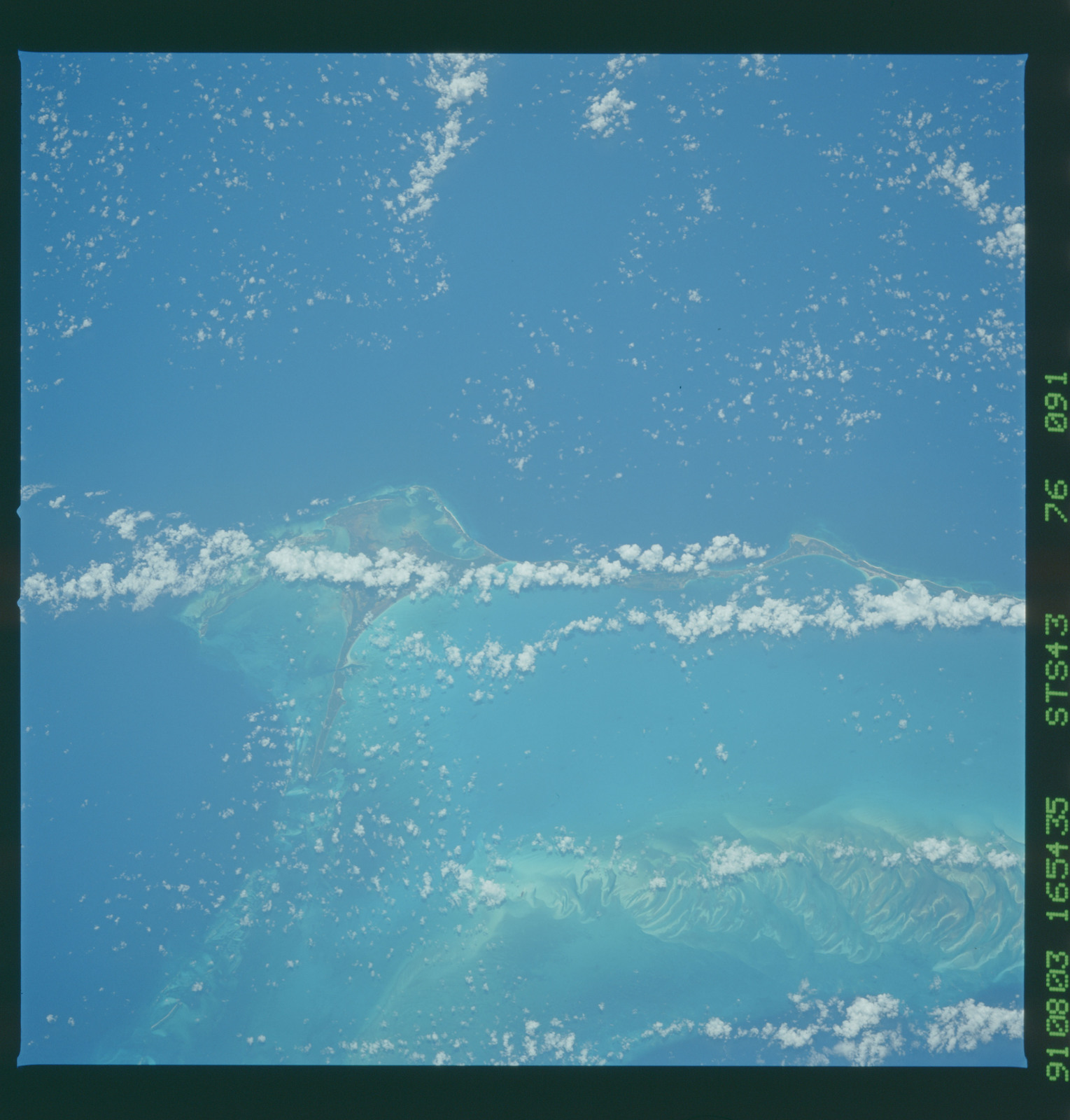 S43-76-091 - STS-043 - STS-43 earth observations