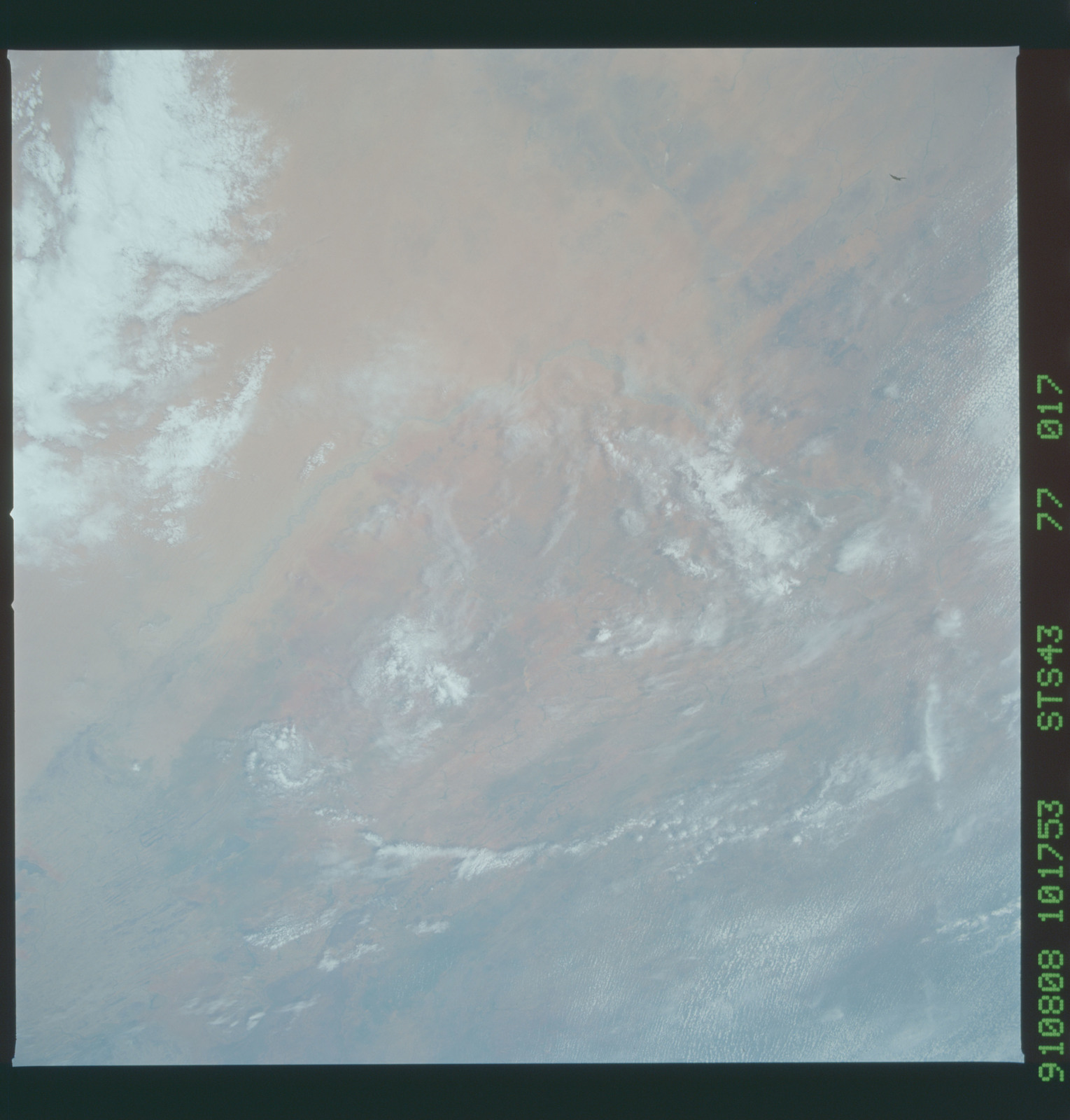 S43-77-017 - STS-043 - STS-43 earth observations