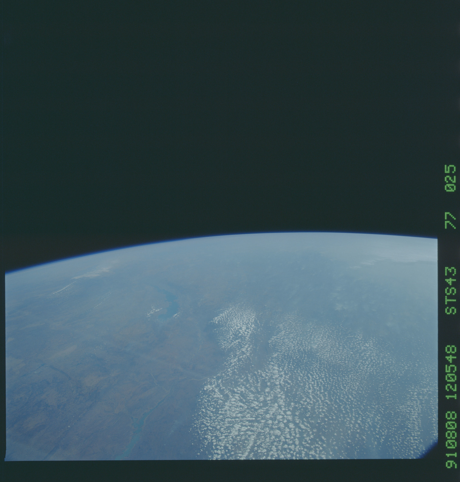 S43-77-025 - STS-043 - STS-43 earth observations