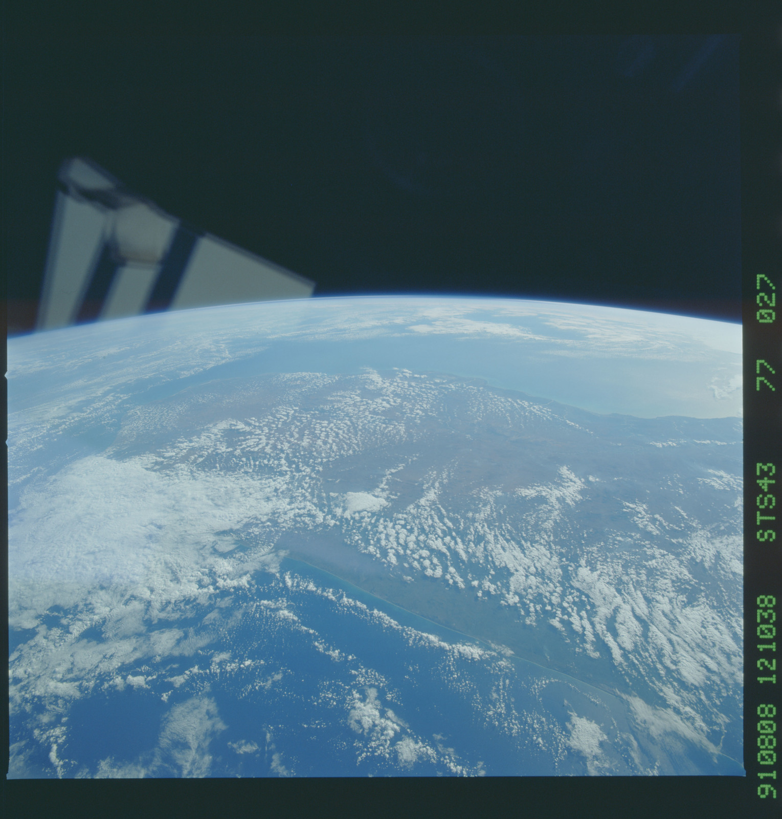 S43-77-027 - STS-043 - STS-43 earth observations