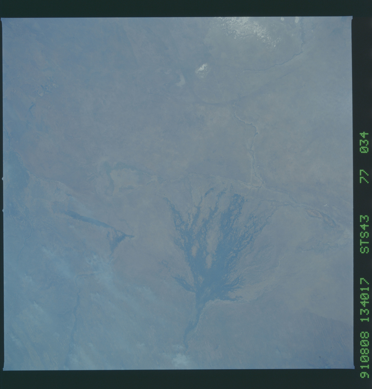 S43-77-034 - STS-043 - STS-43 earth observations