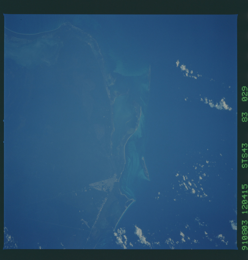 S43-83-029 - STS-043 - STS-43 earth observations