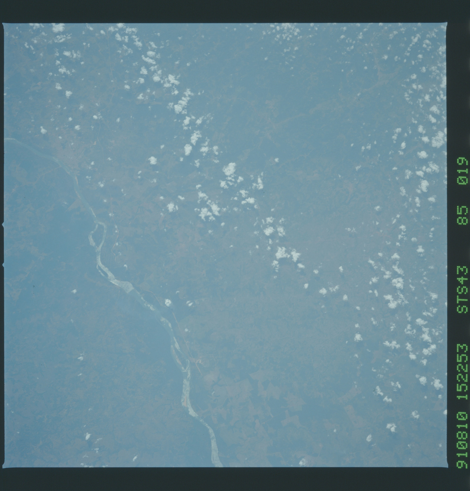 S43-85-019 - STS-043 - STS-43 earth observations
