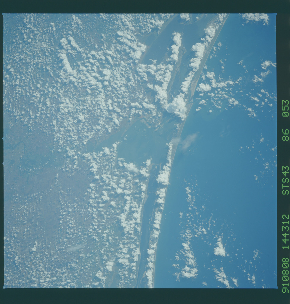 S43-86-053 - STS-043 - STS-43 earth observations