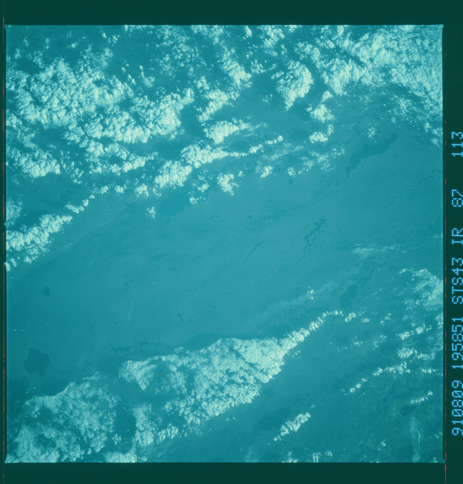 S43-87-113 - STS-043 - STS-43 earth observations