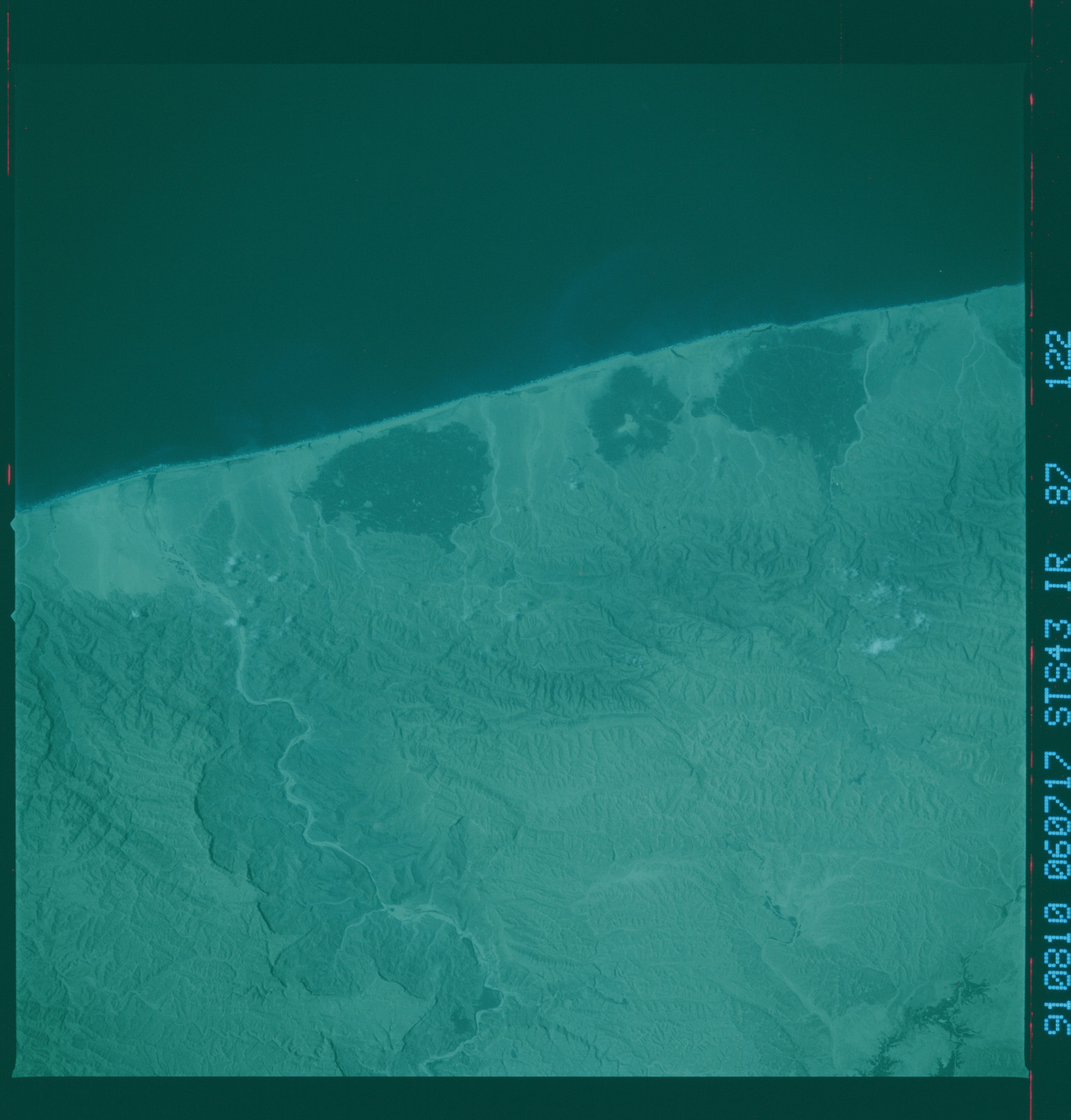 S43-87-122 - STS-043 - STS-43 earth observations