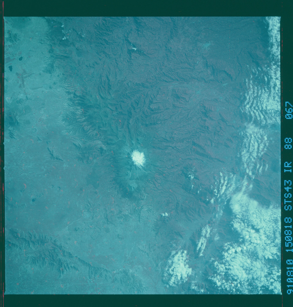 S43-88-067 - STS-043 - STS-43 earth observations