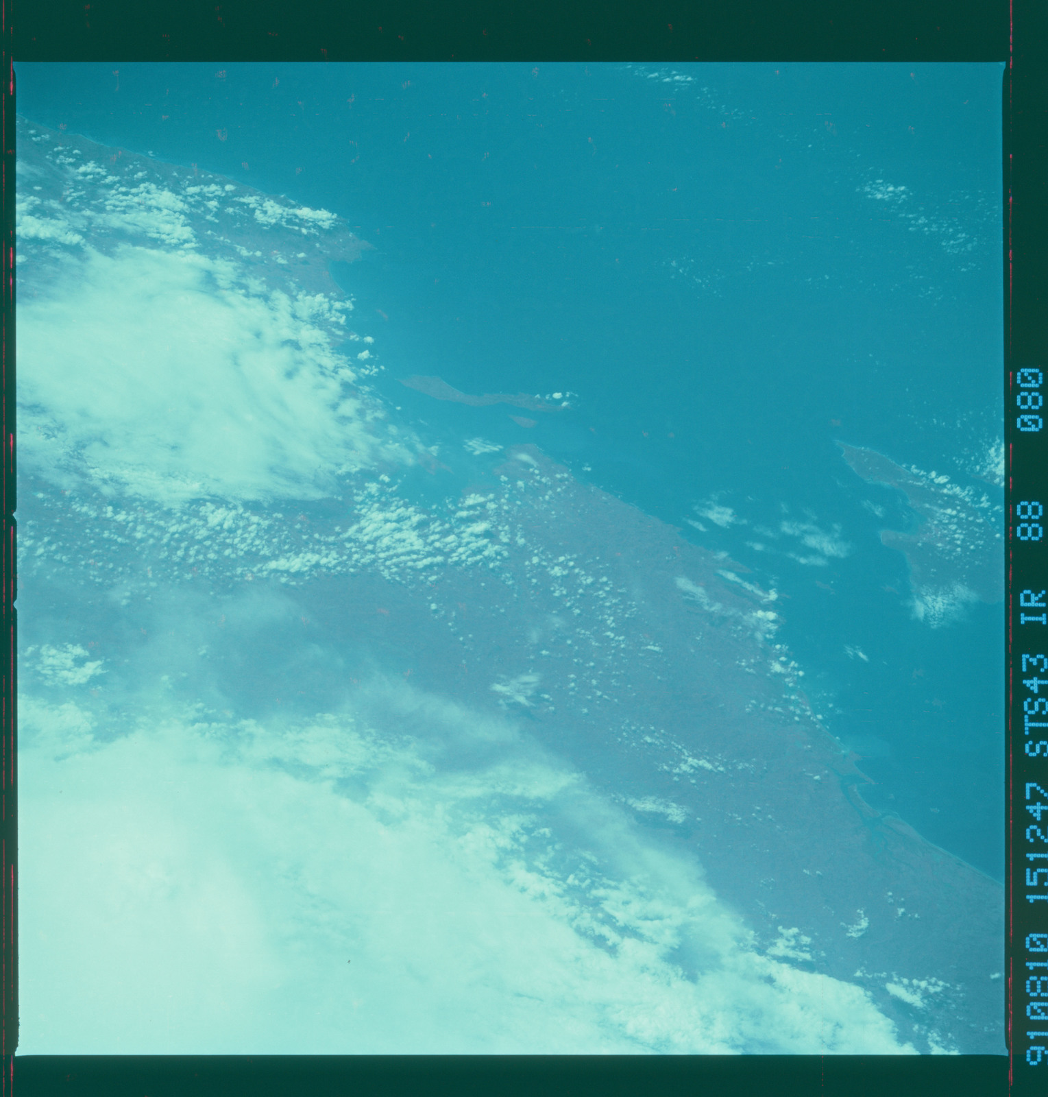 S43-88-080 - STS-043 - STS-43 earth observations