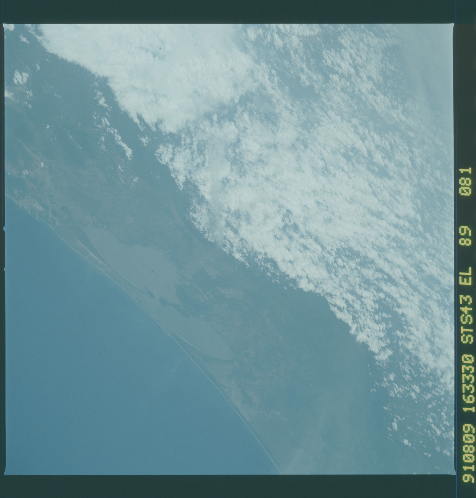 S43-89-081 - STS-043 - STS-43 earth observations